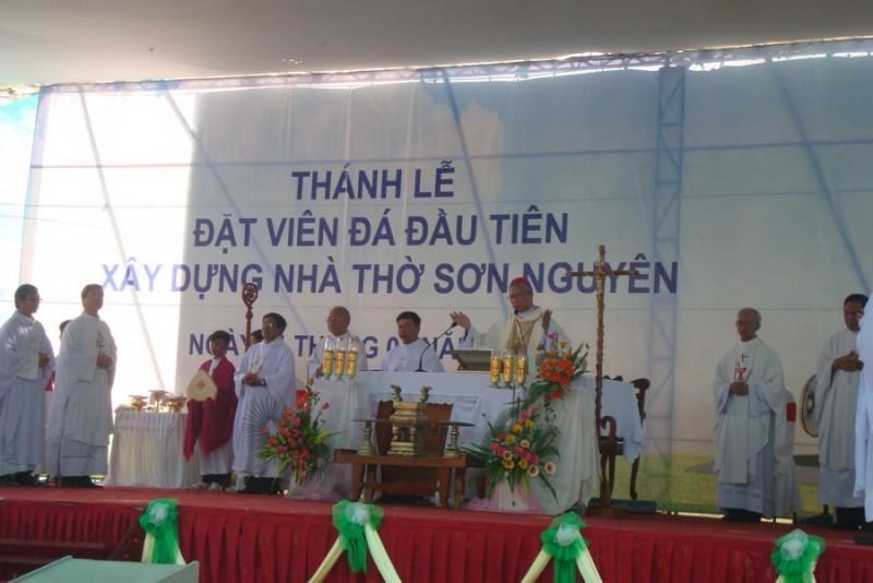 Thánh lễ đặt viên đá xây dựng nhà thờ Sơn Nguyên